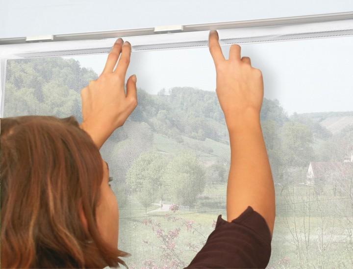 Fliegengitter Fenster mit Klettband Fliegengitter anbringen