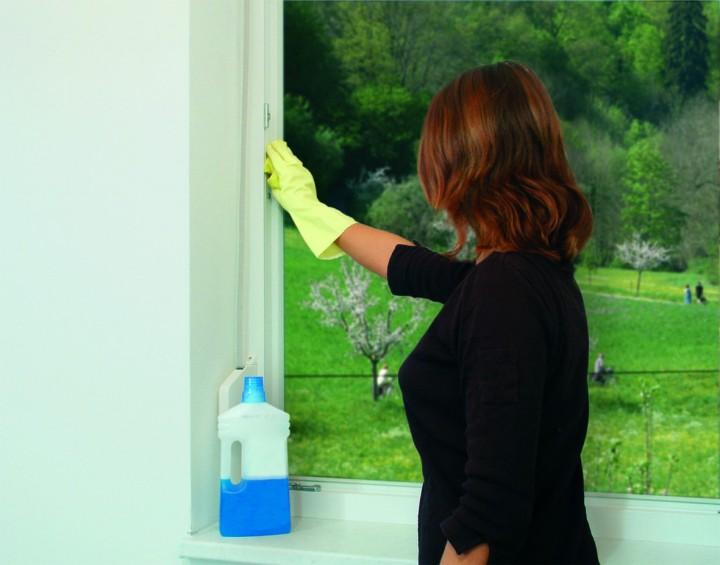 Fliegengitter Fenster mit Klettband Fensterrahmen reinigen