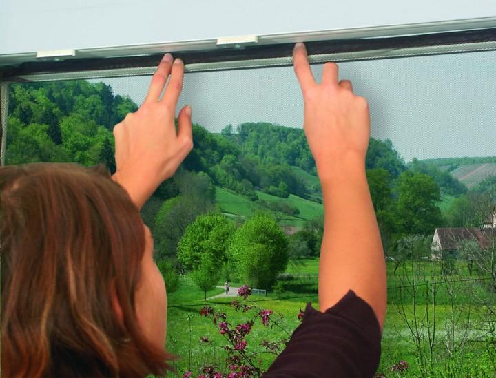 Fliegengitter Fenster mit Klettband Schwarz Fliegengitter anbringen