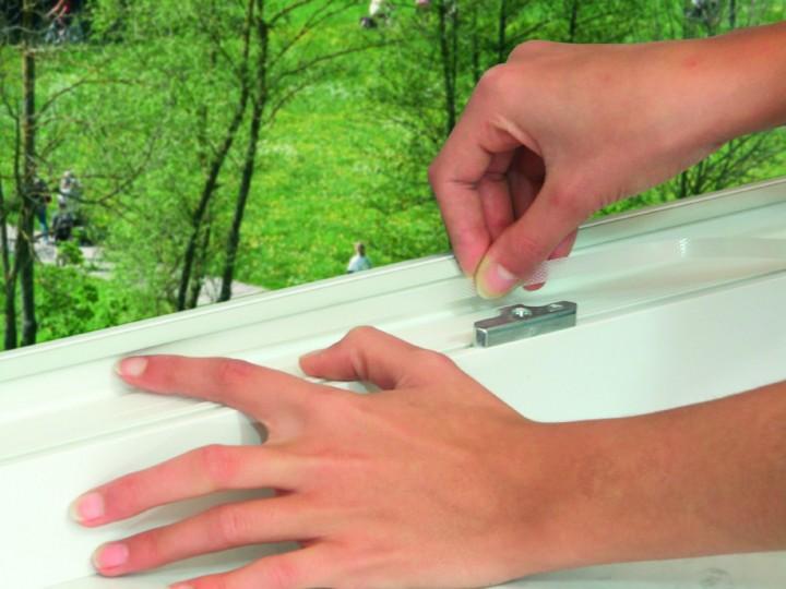 Fliegengitter für französischen Balkon mit Klettband Klettband anbringen