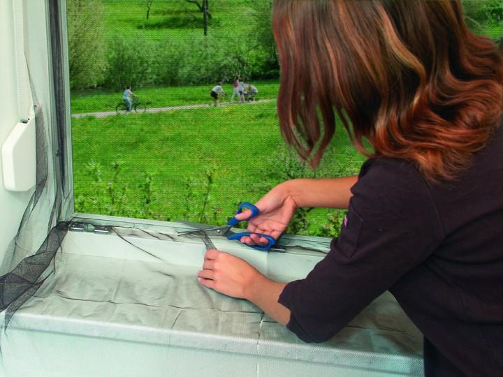 Fliegengitter für französischen Balkon mit Klettband Gewebe zuschneiden