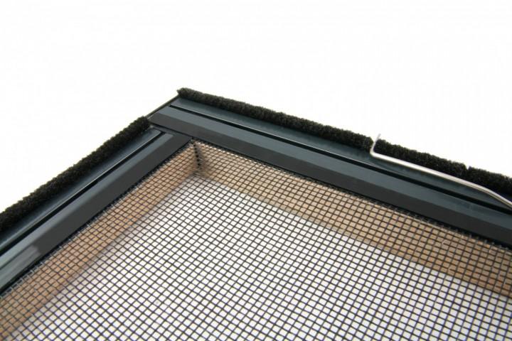 Fliegengitter Fenster Master Echtholz Eckverbindung mit Bürstendichtung